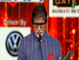 Amitabh Bachchan Wins The Best Actor Award For Pink At ZCA 2017