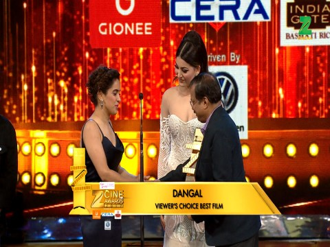 Dangal wins The Best Flim Viewers Choice Award at ZCA 2017