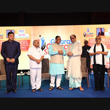 Hon'ble Chief Minister of Gujarat, Shri Vijay Rupani and Hon'ble Deputy Chief Minister, Shri Nitin Patel along with Rajya Sabha MP & Essel Group Chairman, Dr. Subhash Chandra launch Zee 24 Kalak and the Ahmedabad edition of DNA