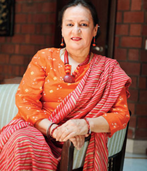 Dolly Ahluwalia as Darshi Bua
