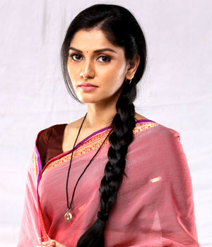 Sonali Nikam as Suman