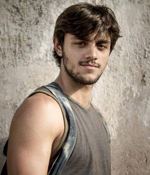 Felipe Simas as Jonatas