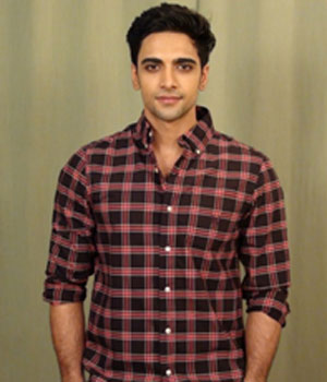 Aakash Ahuja as Vivek Sharma