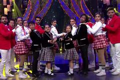 A Cute Dance Performance on Hanikaarak Bapu!
