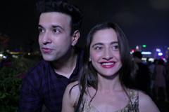 Aamir-Sajeeda Enjoy 3D Pulse Light Show | Discover Hong Kong | Zing TV