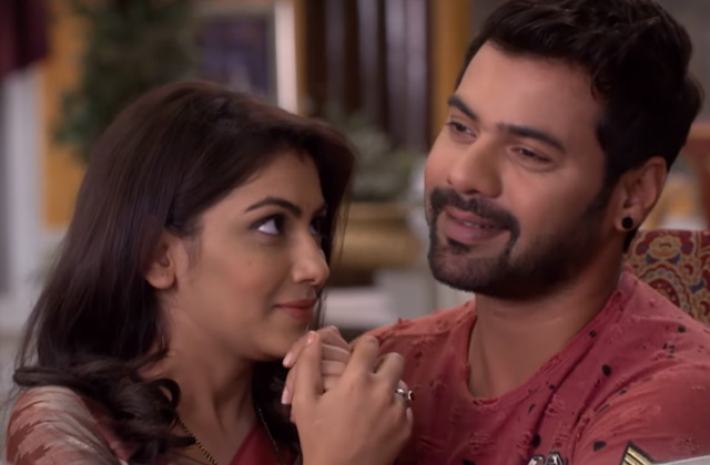 Abhi And Pragya Romantic Moment – Kumkum Bhagya | ZEETV