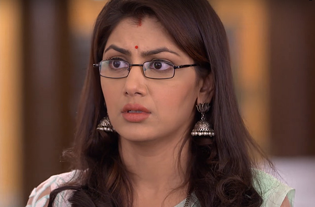 Abhi Throws Pragya Out Of House - Kumkum Bhagya | ZEETV
