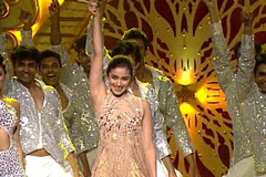 Alia Bhatt's Dance Tribute To Karan Johar At ZCA 2017