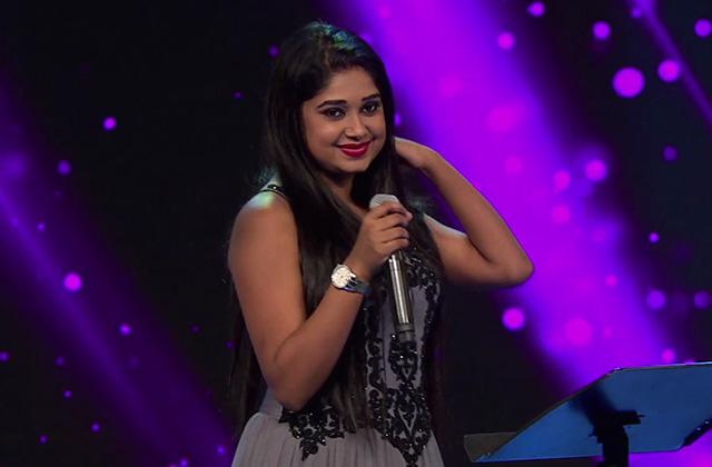 Antra Mitra Sings Aage Bhi Jane Na Tu - Timeless Asha |ZEECLASSIC