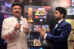 Anu Malik Sings on the on the red carpet of Zee Cine Awards 2017