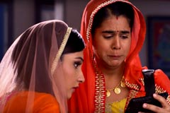 Badho Watches Lucky-Rasika's Video - Badho Bahu