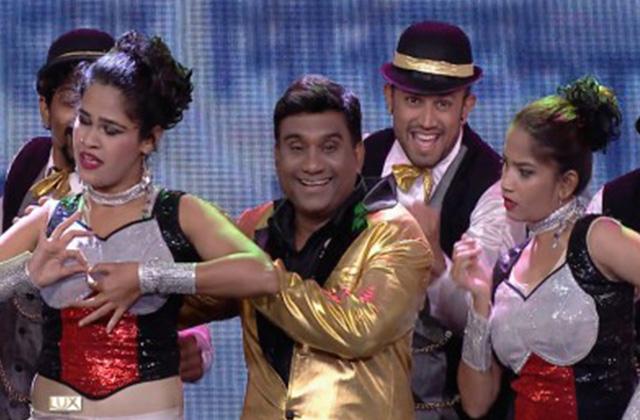 Bhau Kadam's Dance Perfomance On Title Track Of Hasa Chakat Fu | Nakshatranche Dene | Zee Marathi