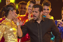 Check Out Salman Khan's Live Singing And Dancing At ZCA 2017