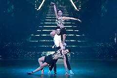 Daphisha, Deepak & Riya Chatterjee's Latein Freestyle Dance Performance on Aaiye Meherbaan Song Dance India Dance 2017 - November 25   ZEETV