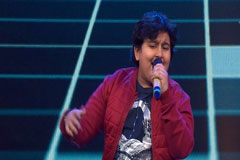 Dhroon Tickoo Sings Aashiq Banaya Aapne Sa Re Ga Ma Pa Lil Champs 2017 - October 8, 2017   ZEETV