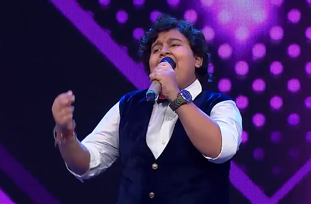 Dhroon Tickoo Sings Dilbar Mere Kab Tak Mujhe & Chahiye Thoda Pyaar Sa Re Ga Ma Pa Lil Champs 2017 - October 22, 2017 | ZEETV