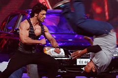 Flashback ZCA 2016 - Vidyut Jamwal Performs Live Action| ZEE Cine Awards 2017 - OZEE