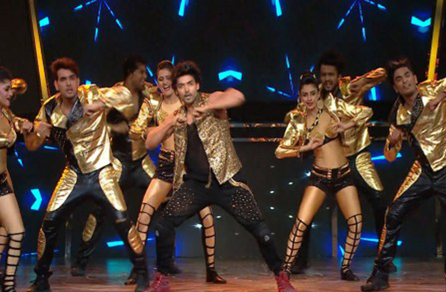 Gurmeet Choudhary Sets The Stage On Fire | Full Performance | Zee Gold Awards 2017