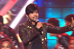 Himesh Reshammiya's Amazing Performance | Zee Rishtey Awards