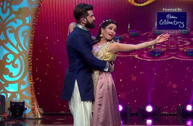 Jai-Angoori & Manmohan-Mahi's Paper Dance