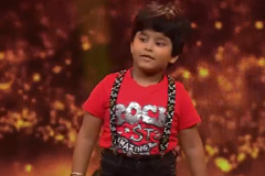 Jayas Kumar Sings Ek Pyar Ka Nagma Hai & Aaj Kal Tere Mere Pyar Ke Charche Sa Re Ga Ma Pa Lil Champs 2017 - October 22, 2017 | ZEETV