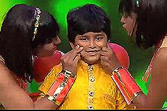 Jayas Kumar Sings Patriotic Song Phir Bhi Dil Hai Hindustani Sa Re Ga Ma Pa Lil Champs 2017 - August 13, 2017 | ZEETV