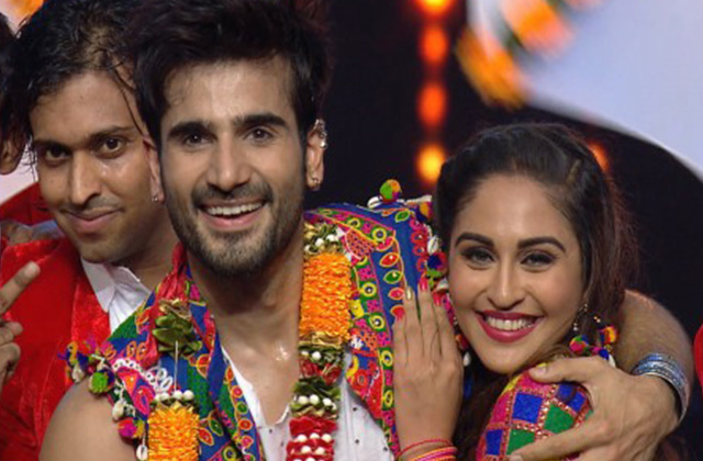 Karan Tacker Performs With His Dulhaniya Krystle D'Souza | Full Performance | Gold Awards 2017