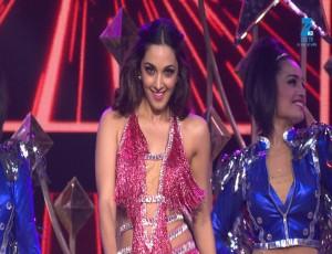 Kiara Advani Performance on Cheez Badi | Big Entertainment Awards 2017 | OZEE Exclusive