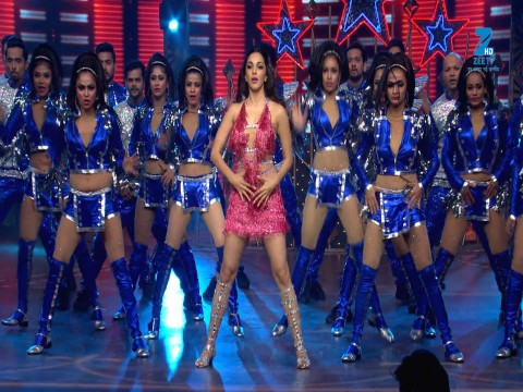 Kiara Advani Performance on Cheez Badi | Big Entertainment Awards 2017 | OZEE Exclusive