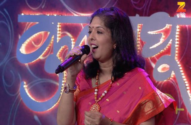Madhuri Karmarkar Sings Title Track Of Avaghachi Sansaar | Nakshatranche Dene | Zee Marathi