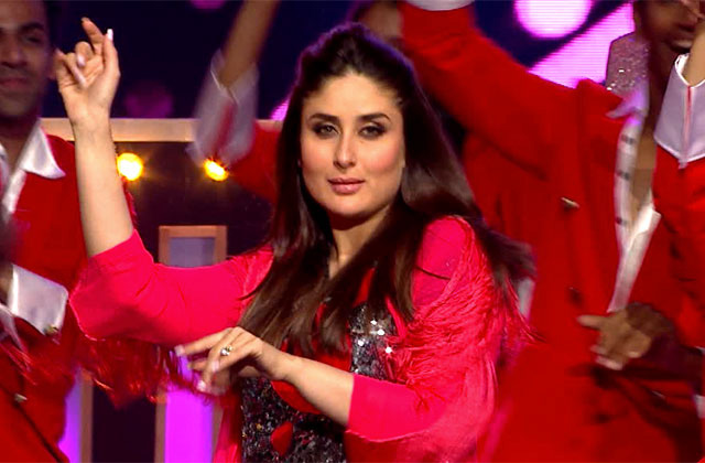 Mommy Kareena Kapoor's First Ever Stage Performance At ZCA 2017