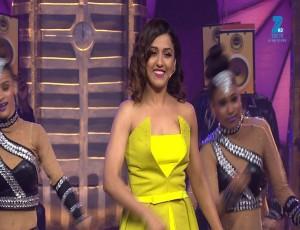 Neeti Mohan and Raftaar Performance on Sau Aasmaan & Dhaakad | Big Entertainment Awards 2017 | OZEE Exclusive