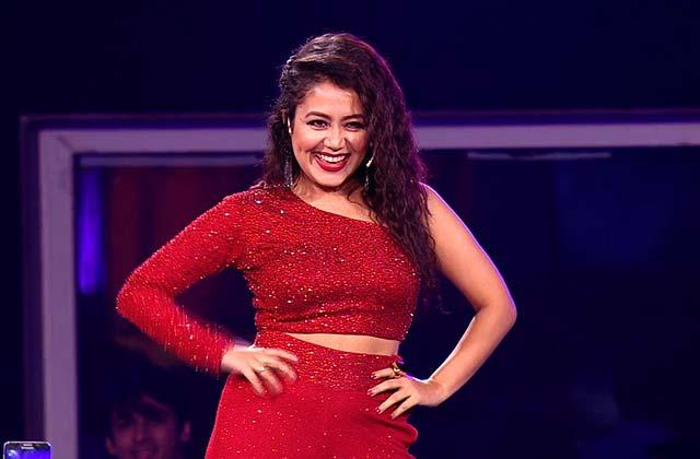 Neha Kakkar's Sizzling Performance | Zee Rishtey Awards 2017