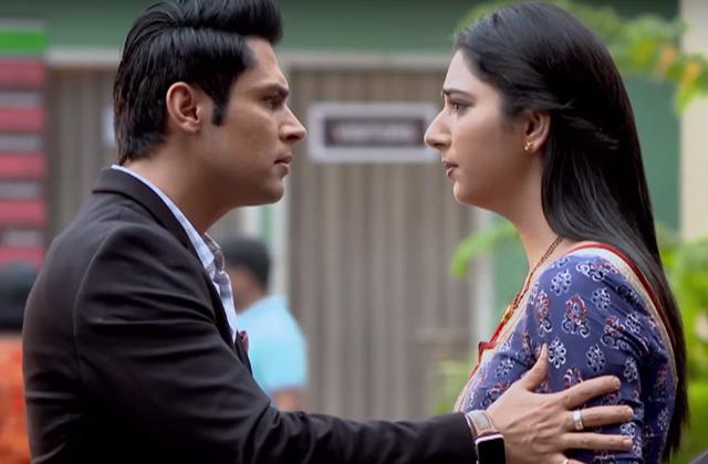 Nisha Fools Jhanvi Again - Woh Apna Sa | ZEETV