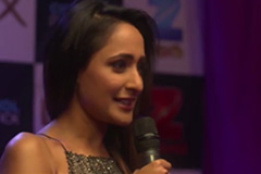 Pragya Jaiswal Walks The Pink Carpet – Zee Telugu Apsara Awards 2017