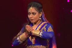 Ria Chatterjee's Bollywood Kathak Style Dance Performance on Gulaabo Song Dance India Dance 2017 - December 3 | ZEETV