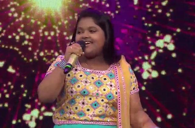 Riya Biswas & Dhroon Tickoo Sing Bole Chudiyaan Bole Kangana Sa Re Ga Ma Pa Lil Champs 2017 - October 7, 2017 | ZEETV