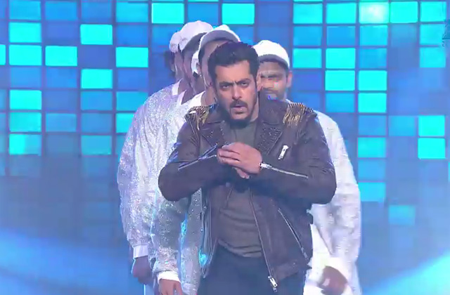 Salman Rocking Performance on Baby Ko Bass Pasand hai & Sajan Redio | Big Entertainment Awards 2017 | OZEE Exclusive