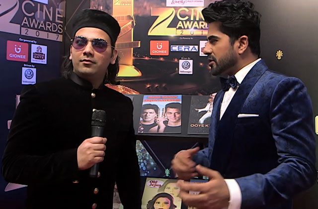 Shadaab Faridi Sings On Zee Cine Awards 2017 Red Carpet