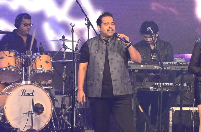 Shankar's Live Singing At 'Rock On 2' Concert