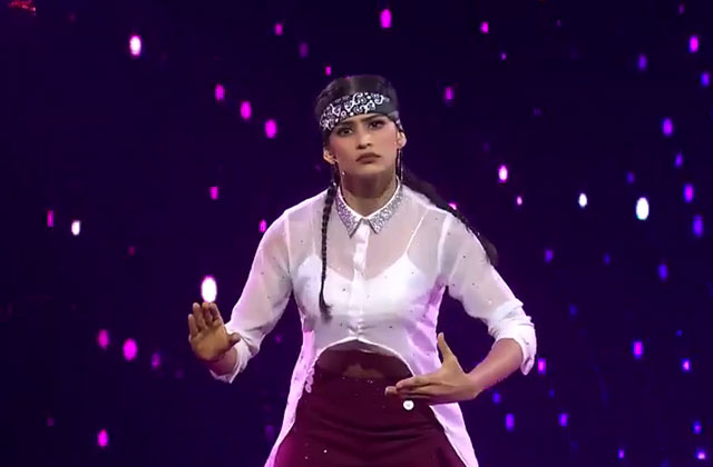 Shweta Sharda's FreeStyle Popping Style Performance on Ye Kaali Kaali Aankhen Song Dance India Dance 2017 - December 10 | ZEETV