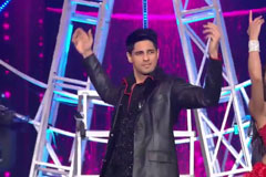 Sidharth Malhotra's Full Performance | Zee Cine Awards 2018 | OZEE Exclusive