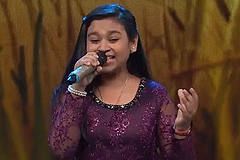 Sonakshi Kar Sings Sairat Zal Ji & Jawani Janeman Haseen Dilruba Sa Re Ga Ma Pa Lil Champs 2017 - October 22, 2017 | ZEETV