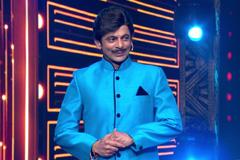 Sunil Grover Mimics Udit Narayan At | Big Entertainment Awards 2017 | OZEE Exclusive