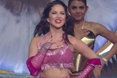 Sunny Leone Grooves To The Old Hits At ZCA 2017