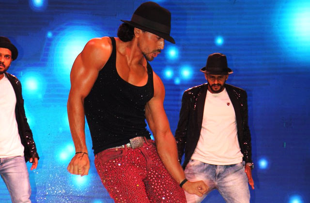 Tiger Shroff Promotes Munna Michael In MJ Style