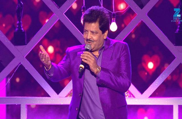 Udit Narayan Performs on 'Tum Paas Aaye' song - MMA 2017