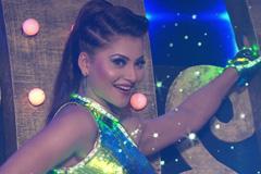 Urvashi Rautela's Naughty Performance | Big Entertainment Awards 2017 | OZEE Exclusive