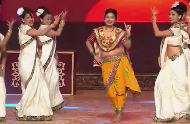 Zee Chitra Gaurav Puraskar 2017 Prarthana And Prajakta Performance