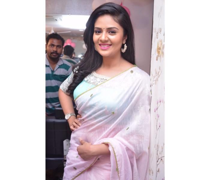 Anchor SreeMukhi | Watch Photo of Zee Cinemalu Full Videos